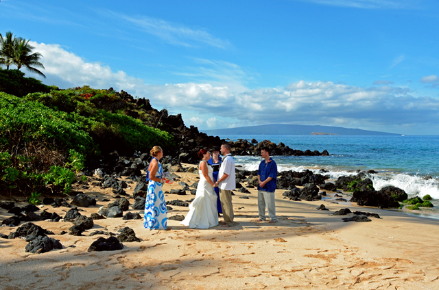 Romantic maui beach weddings vow renewal ceremonies ceremony joyfully celebrating our 22nd year of uniting hearts in love 1996 2018 solutioingenieria Image collections